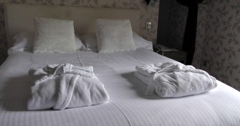 bed-1303450_960_720